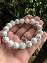Load image into Gallery viewer, Howlite Healing Crystal Bracelet