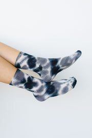 Happy Feet Tie Dye Socks In Black & Gray