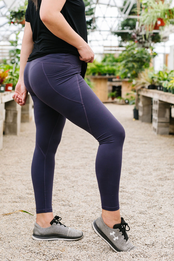 In The Side Pocket Athletic Leggings In Midnight