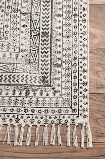A close up of the flatweave rug shows the intricate details of the flat-weave construction process.