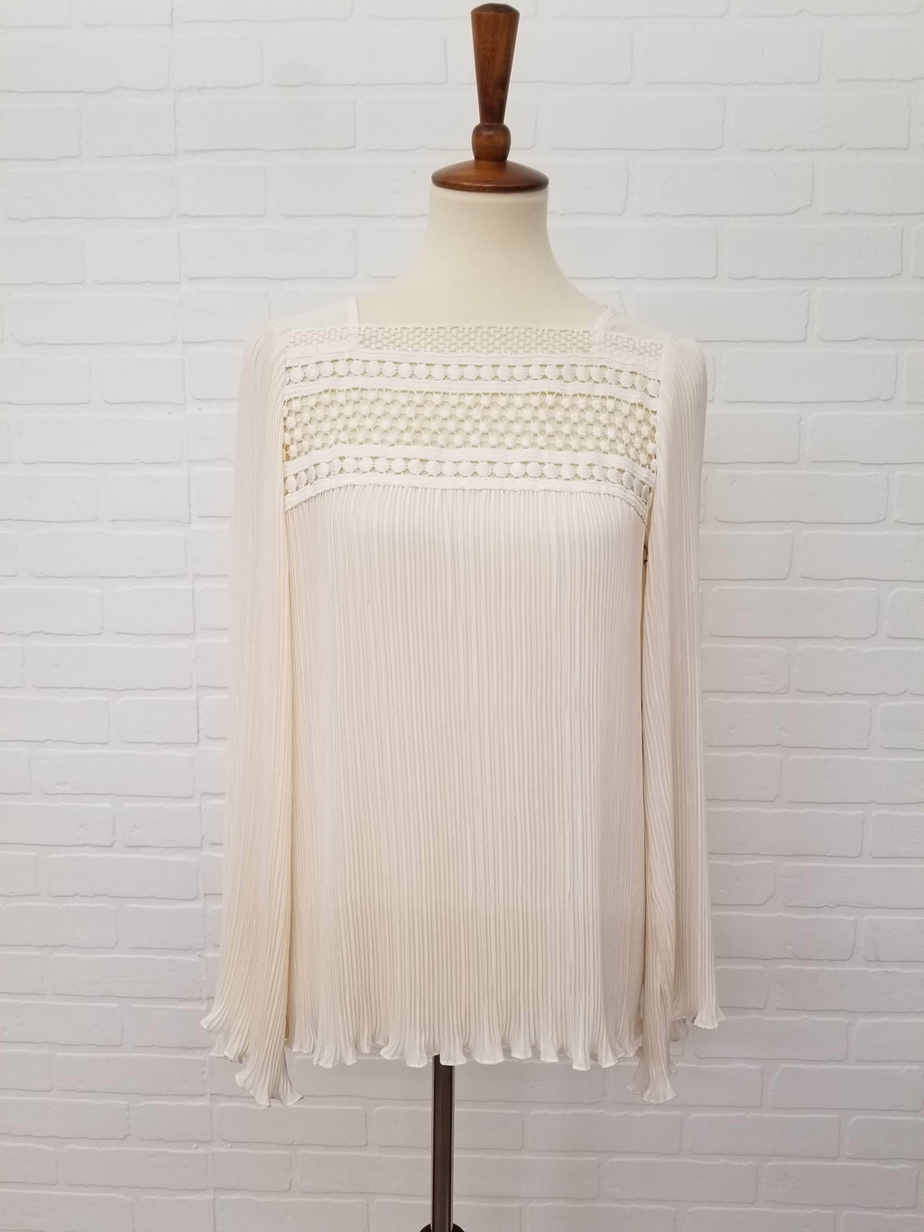 Nanette Lepore Swinging Top Long Sleeves Size 4 Small