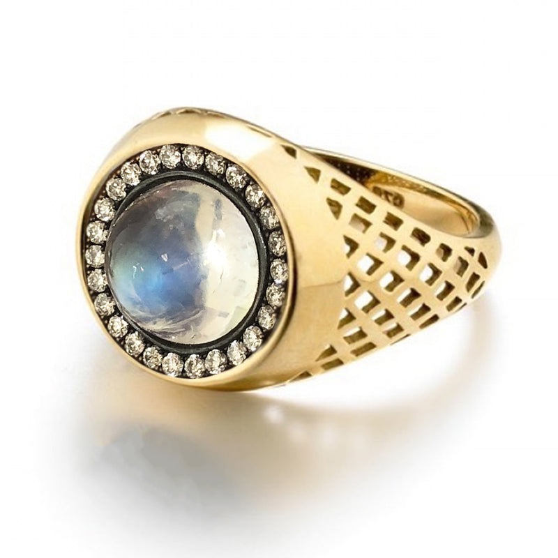 18K Yellow Gold Cabochon Moonstone Ring