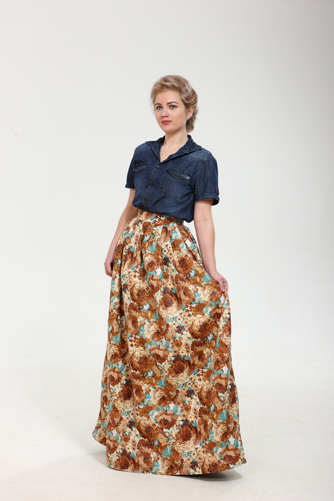 Terribly floral! Exclusive full shaped maxi skirt from thin exclusive floral cotton fabric.