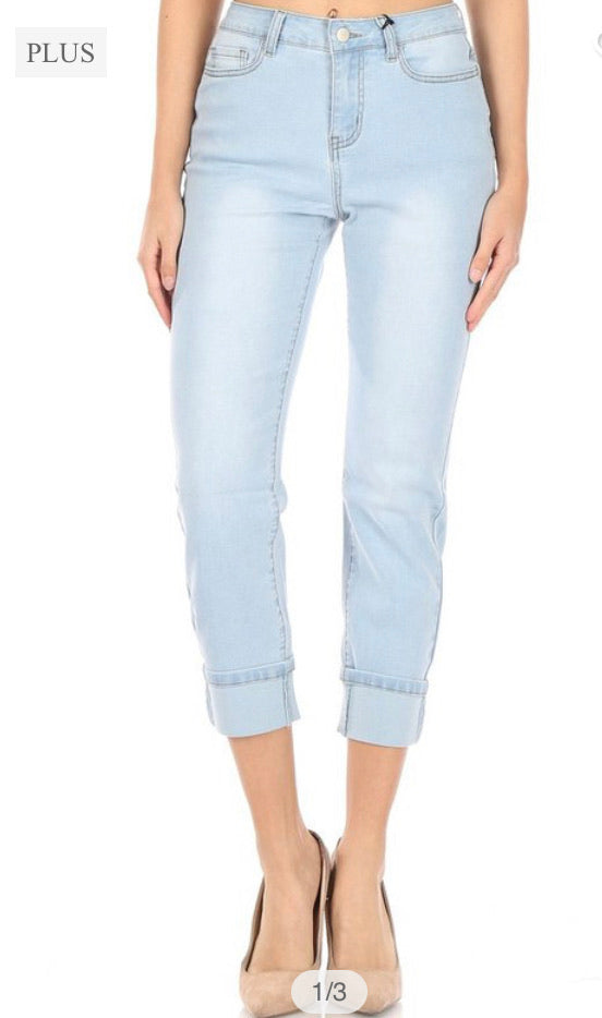 HIGH RISE  CROPPED MOM  JEANS