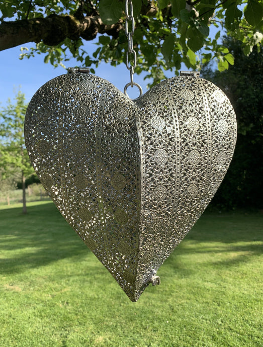 Silver metal hanging heart tea light - Abigailshome