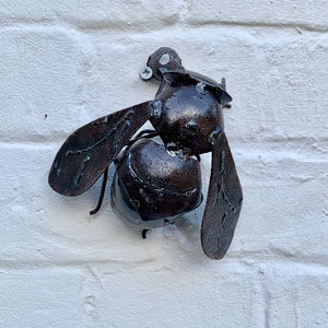 Small Rustic Metal Bee - Abigailshome