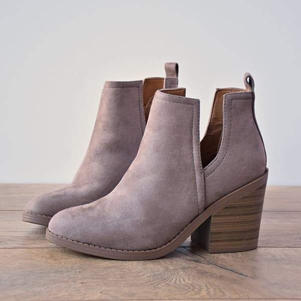 Fionachic Ankle Pointed Chunky Boots