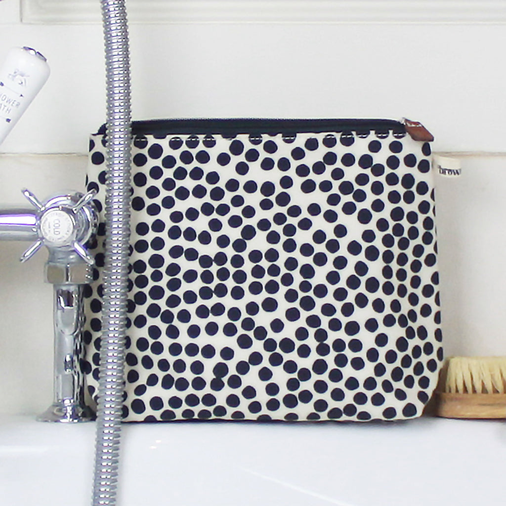 Spot Tall Wash Bag