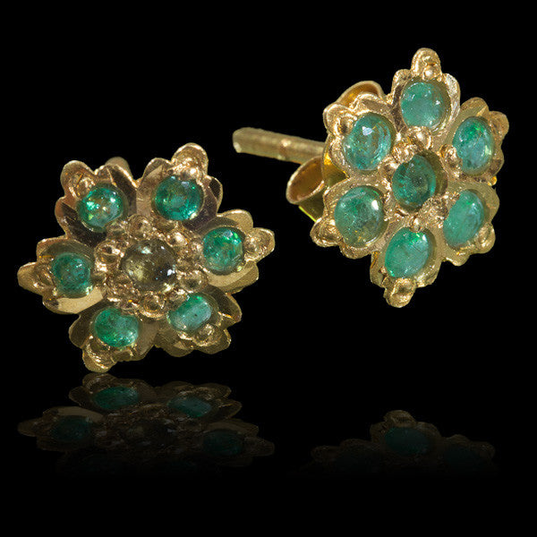 Indian Gold Ear Studs With Seven Emerald Stones - Tribu  - 1