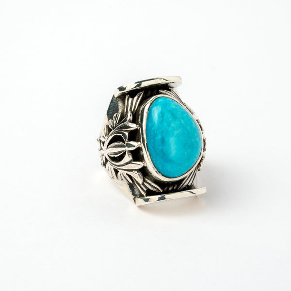 Hallmarked Silver Ring with a stunning Turquoise