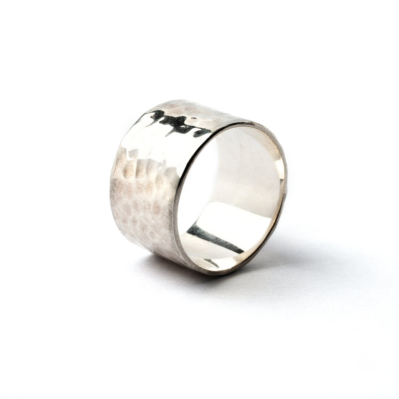 products/Hammeredsilverbandring_2.jpg