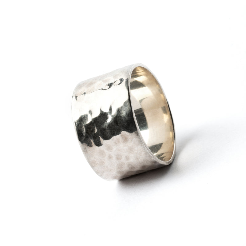 products/Hammeredsilverbandring_3.jpg
