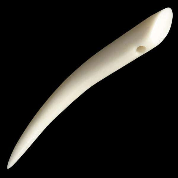 Plain Curved Bone Pendant - Tribu