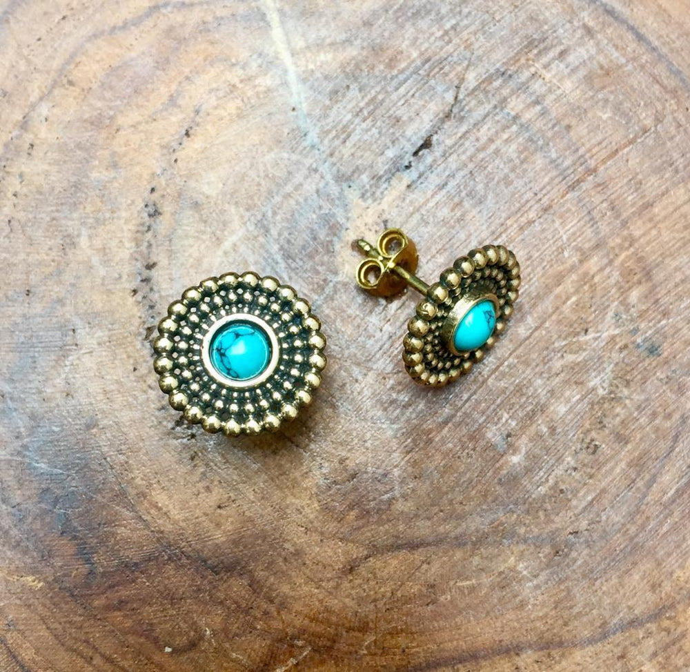 Radiant stud earring with semi precious stone