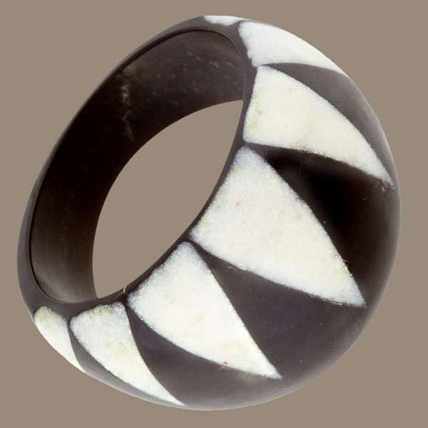 Horn And Bone Ring With Triangle Curtain Design - Tribu