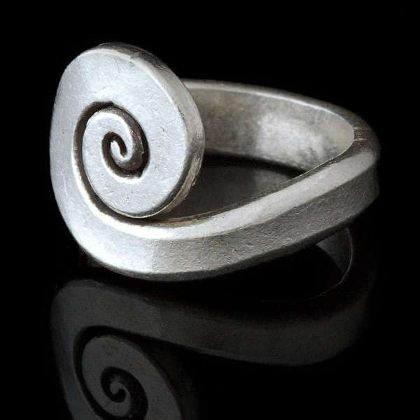 Tribal Silver Flat Spiral Centre Ring - Tribu