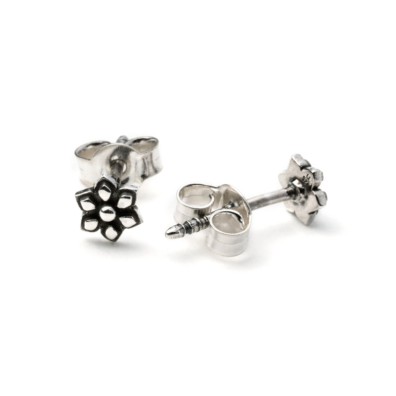 products/SilverFlowerStudEarring_1.jpg