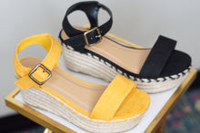 Load image into Gallery viewer, ESPADRILLE PLATFORM - Breazy's Boutique