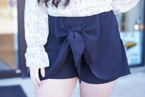 FRONT KNOT DETAIL SHORTS