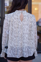 Load image into Gallery viewer, SNAKE CINCHED LONG SLEEVE TOP