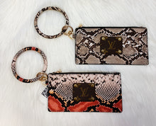 Load image into Gallery viewer, O RING LV SNAKE WRISTLET