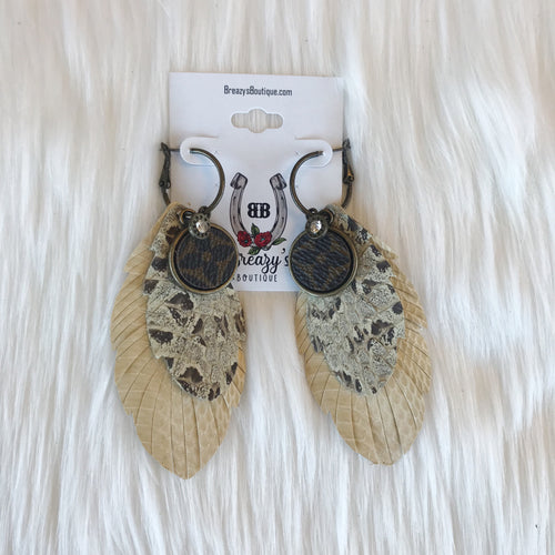 Feather LV emblem earrings