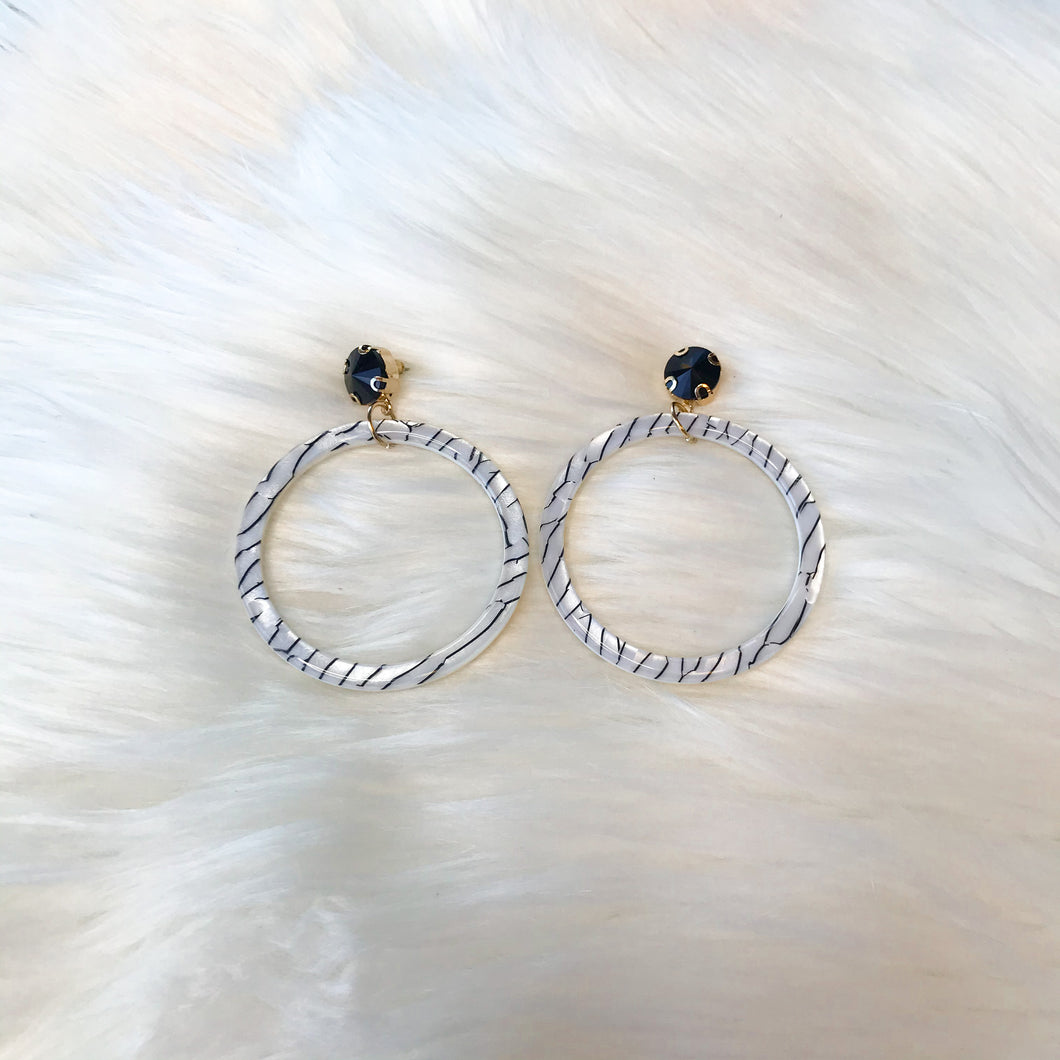 Cracked Pattern Circle Earrings