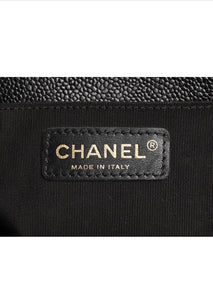 CHANEL MEDIUM BOY (CAVIAR)