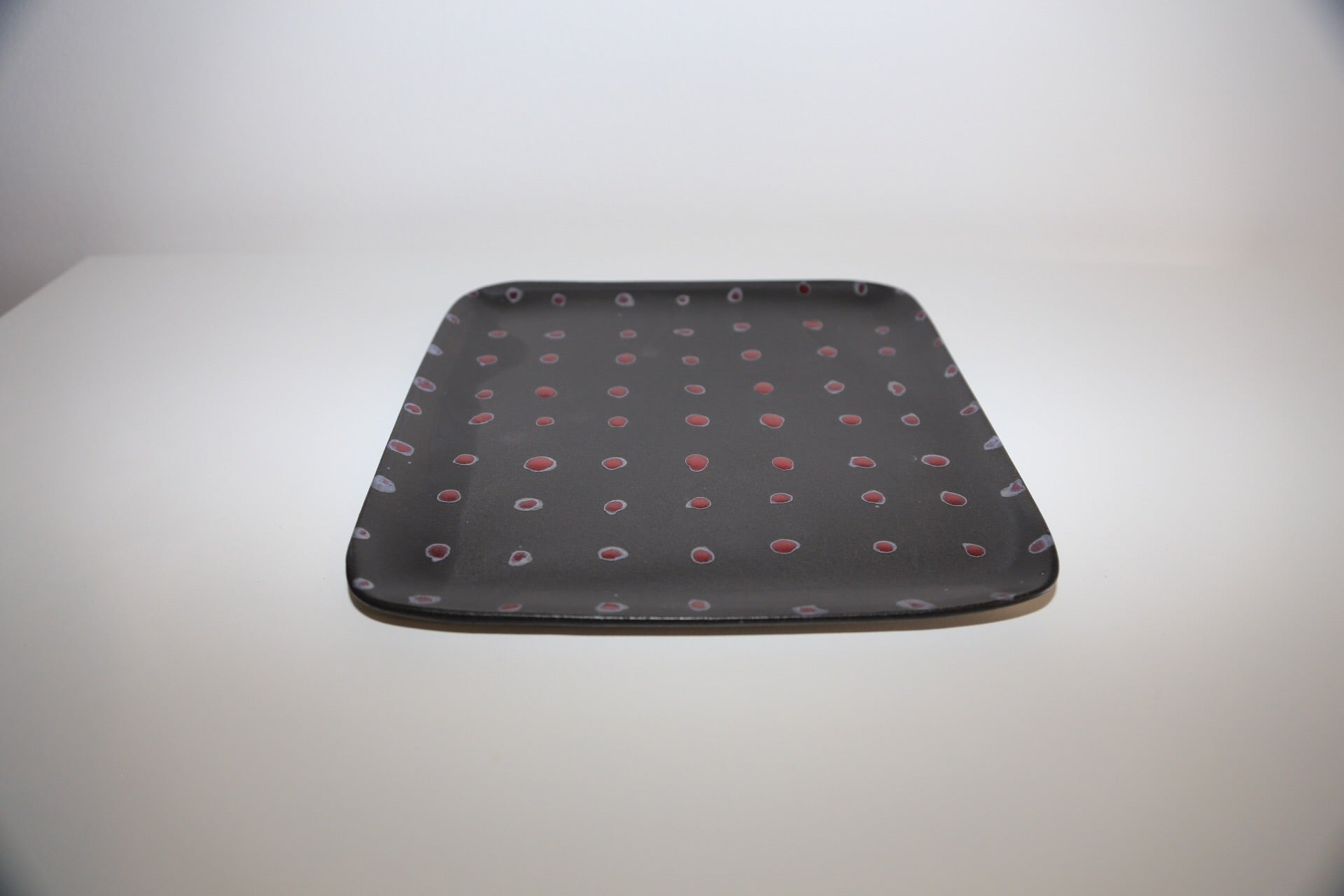 Large Ruutu Dots Plate | Black - Noli