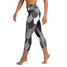 Load image into Gallery viewer, Modern Mermaid High Waisted Capri Leggings