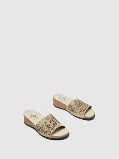 Bos&Co Beige Round Toe Sandals