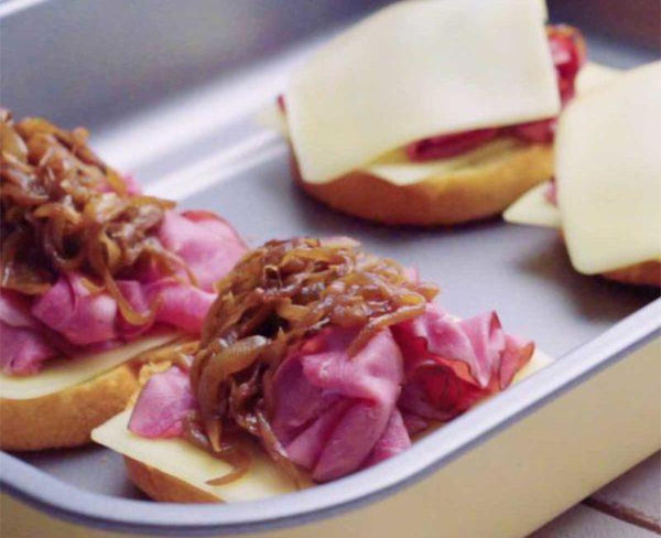 roast beef sliders with cheese