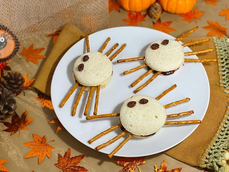 sliced brioche Halloween spiders