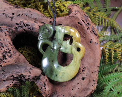 Single Twist Sculpture carved from Hapopo Pounamu - NZ Greenstone