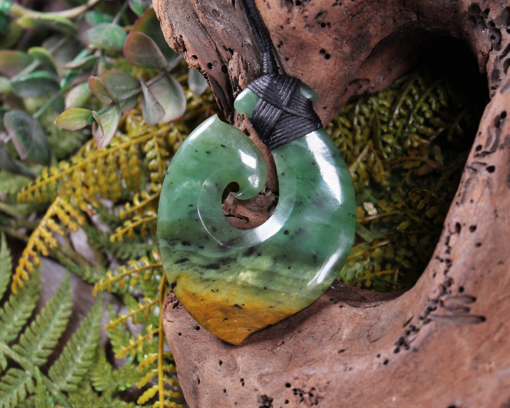 Twist carved from Kawakawa Pounamu - NZ Greenstone