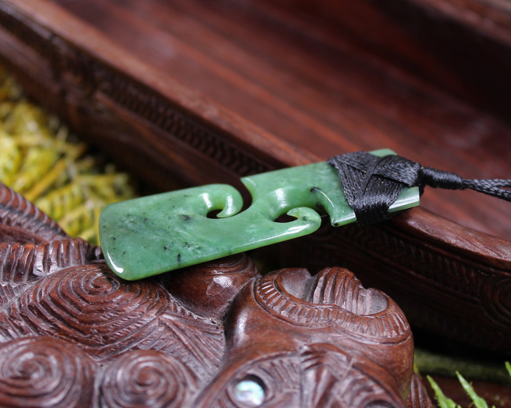 Manu or Bird Pendant carved from Kawakawa Pounamu - NZ Greenstone
