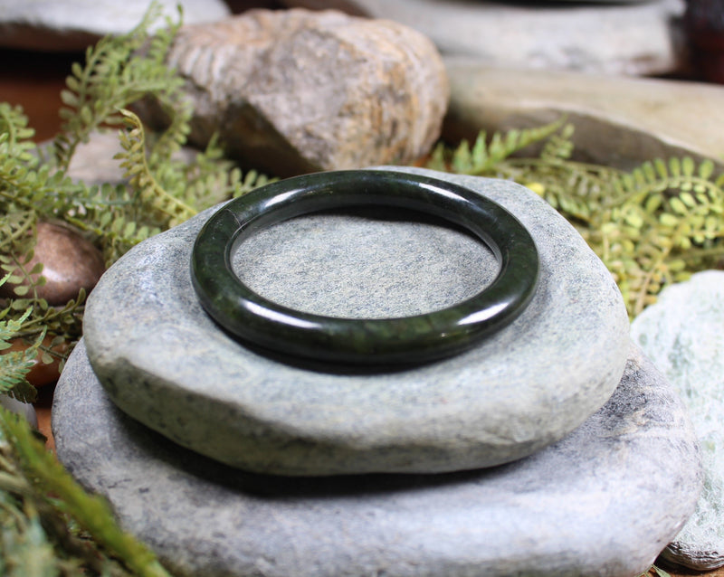Toki with Twist carved from Hapopo Pounamu - NZ Greenstone