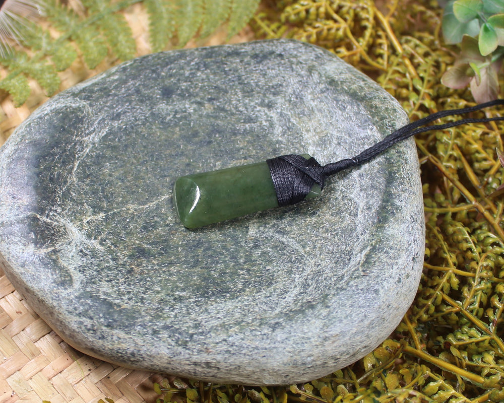 Roimata Earrings carved from Hapopo Pounamu - NZ Greenstone