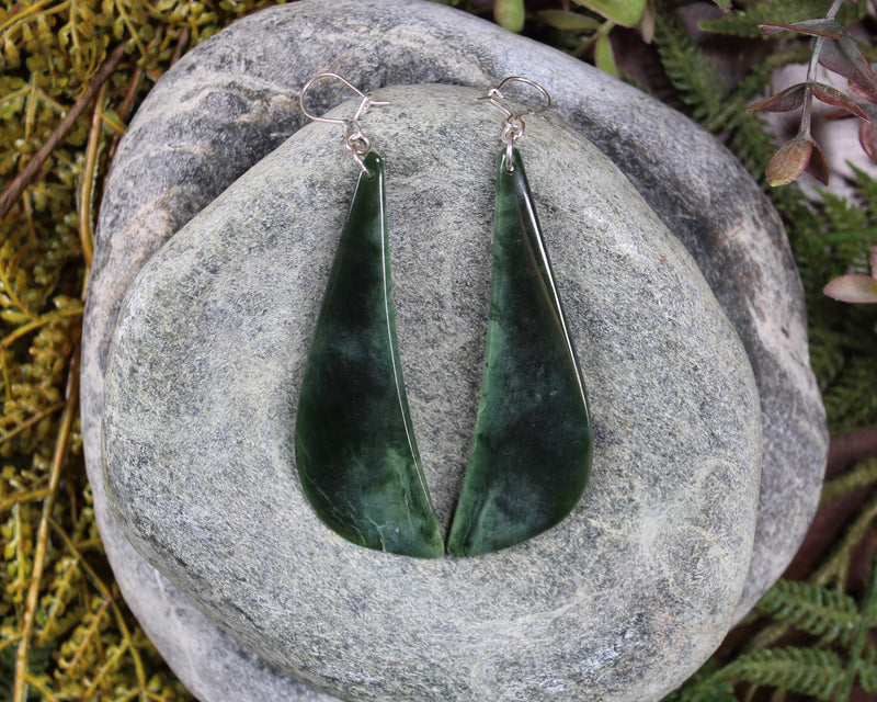 Twist or Pikarua carved from Kahurangi Pounamu - NZ Greenstone