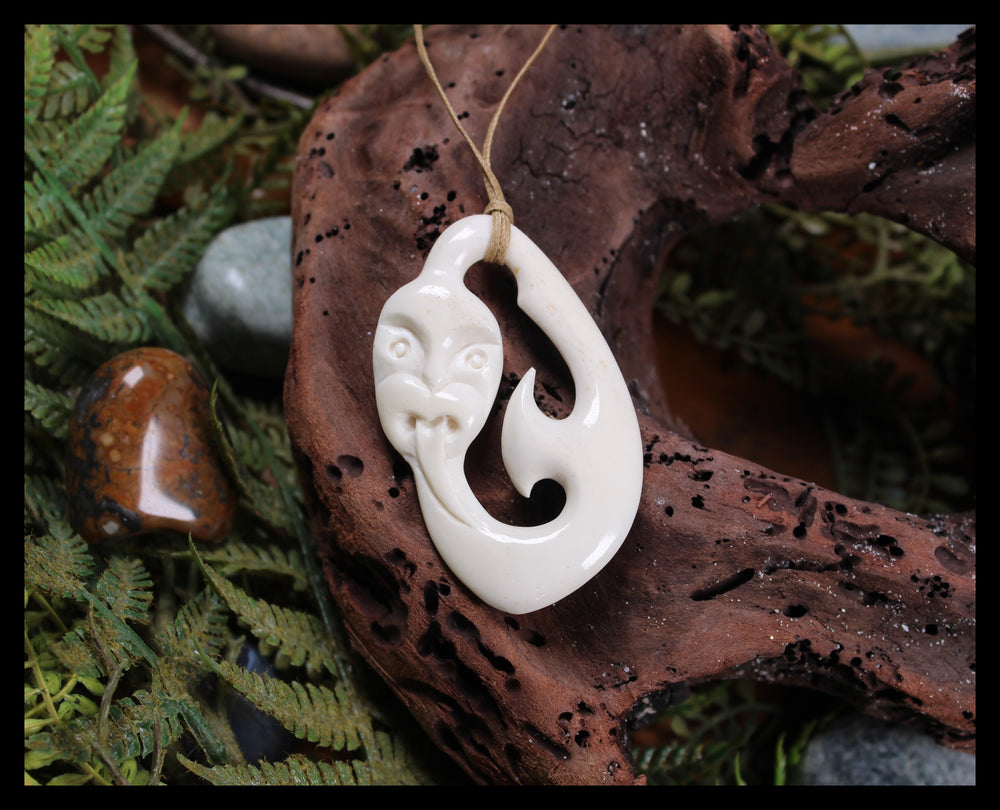 NORMAN CLARK BONE CARVING - Tekoteko - NC039
