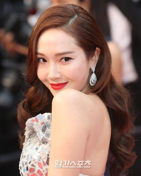 "Jessica Jung on the red carpet of ""Cannes Film Festival"" between the love of her fans and hate of netizens"