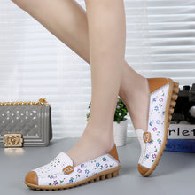 Load image into Gallery viewer, White Floral Leather Loafer (4689527701591)