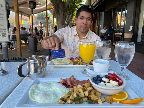 eating out at restaurants with food allergies using allergy safe card in San Diego, California