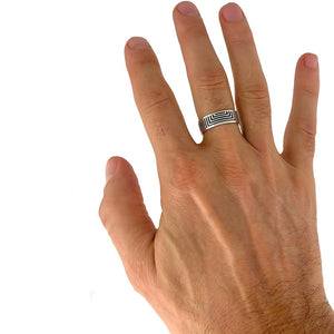 hand wearing a silver ring