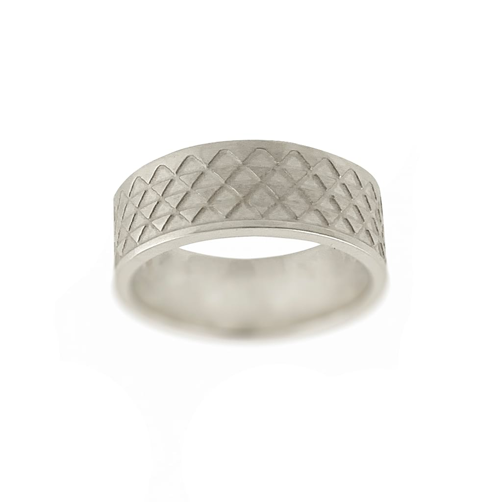 detail of ring with triangle pattern