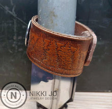Load image into Gallery viewer, Wild Life Belt & Silver Charm