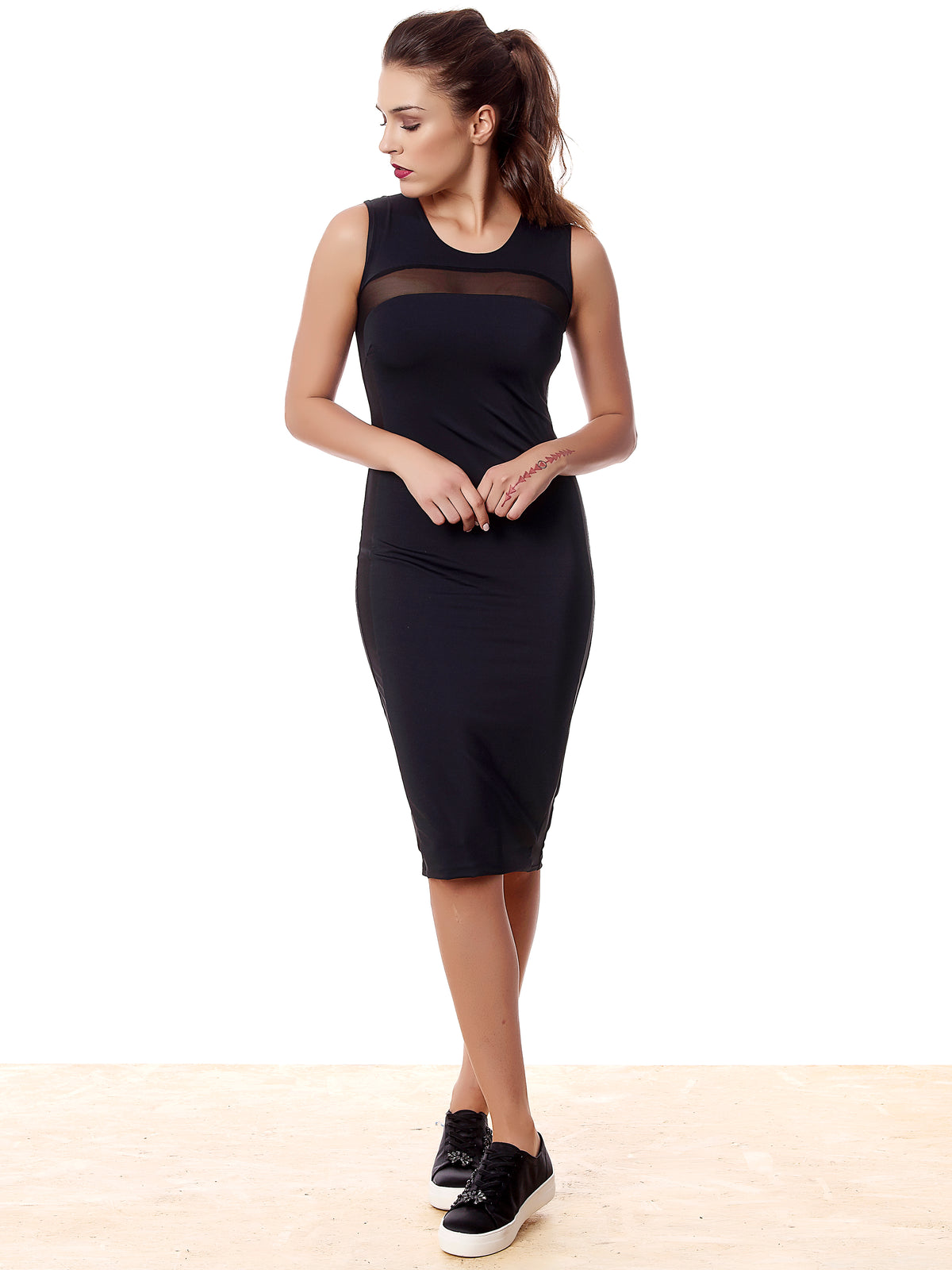 https://cdn.shopify.com/s/files/1/0143/6044/5014/files/Sport-Midi-Dress-F_1024x1024_2x-removebg-preview.png?4901