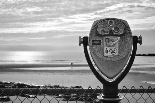 B&W-Maine Sea binoculars Viewfinder print