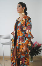 Load image into Gallery viewer, CRISANTO KIMONO TURQUOISE AND ORANGE FLORAL PRINT
