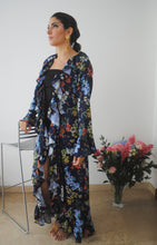 Load image into Gallery viewer, CRISANTO KIMONO FLORAL BLUE SILK